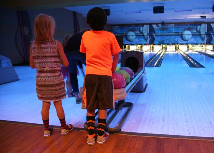 bowl_yellowshirt_slide · bowl_kids_slide · bowl_lanes_slide · bowl_group1_slide ...